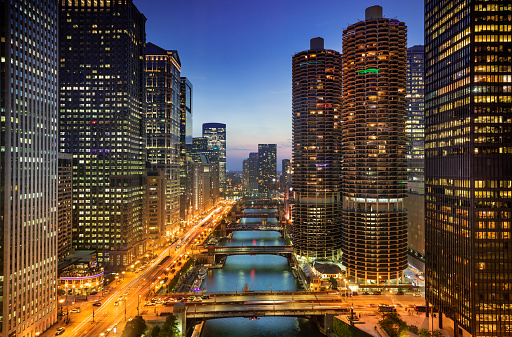 Great Lakes「Chicago cityscape and bridges over the river at night」:スマホ壁紙(14)