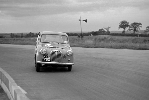 Relay「Austin A35 at 750 MC 6 hour relay race Silverstone 1957」:写真・画像(17)[壁紙.com]
