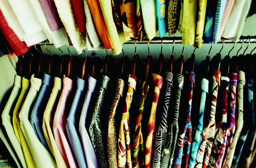 Auto Post Production Filter「Shirts on rack in clothing store, full frame, elevated view」:スマホ壁紙(3)