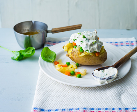 Baked Potato「Baked patato with curd, asparagus, peas and carrots」:スマホ壁紙(7)