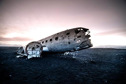 Airplane Crash「Old plane crash site in Iceland」:スマホ壁紙(18)