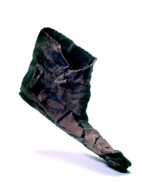 Animals Hunting「One of several leather shoes and ankle boots found in 10th-century AD cesspits predating the church of St Benet Sherehog; from the 1994 excavation at 1 Poultry, City of London」:写真・画像(12)[壁紙.com]