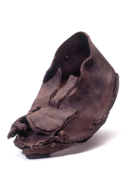 Animals Hunting「One of several leather shoes and ankle boots found in 10th-century AD cesspits predating the church of St Benet Sherehog; from the 1994 excavation at 1 Poultry, City of London」:写真・画像(4)[壁紙.com]
