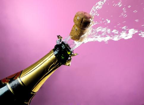 Success「popping champagne cork」:スマホ壁紙(1)