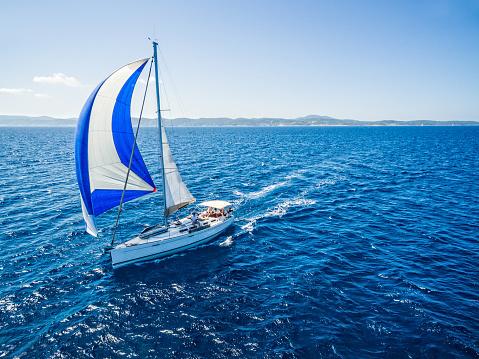 船・ヨット「ヨットとヨット、ドローンからの眺め」:スマホ壁紙(9)
