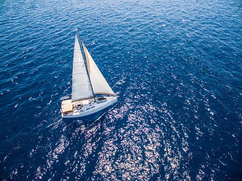 船・ヨット「ヨットとヨット、ドローンからの眺め」:スマホ壁紙(13)
