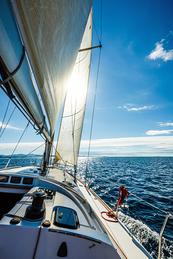 Cruise - Vacation「Sailing with sailboat towards the sun」:スマホ壁紙(8)