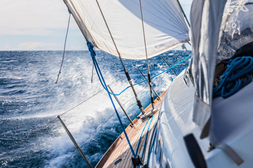Yachting「Sailing with sailboat」:スマホ壁紙(16)