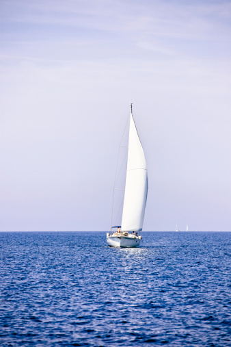 Unrecognizable Person「Sailing with sailboat」:スマホ壁紙(0)