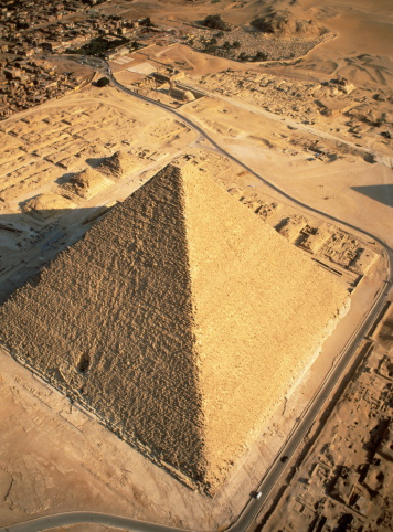 Ancient Civilization「Egypt, Cairo, Giza Pyramids, Cheops (or Great Pyramid), aerial view」:スマホ壁紙(12)