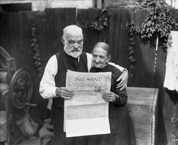 Senior Couple「Mr And Mrs Gray」:写真・画像(2)[壁紙.com]