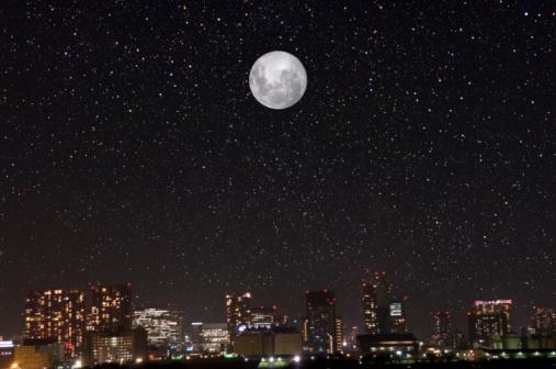星空「Buildings and a full moon in Shinagawa. Minato Ward, Tokyo Prefecture, Japan」:スマホ壁紙(12)