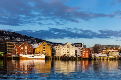 Gable「Buildings at Stortorget Harbour」:スマホ壁紙(10)