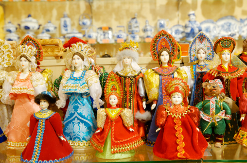 Gift Shop「Display with dolls in traditional Russian costumes」:スマホ壁紙(8)