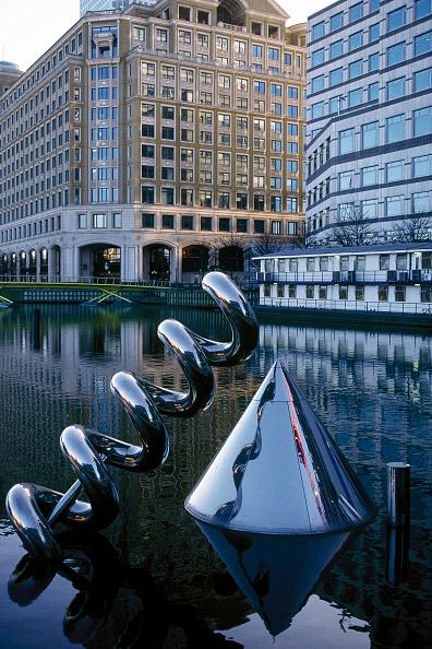 Corkscrew「View of sculpture against waterfront.」:写真・画像(3)[壁紙.com]