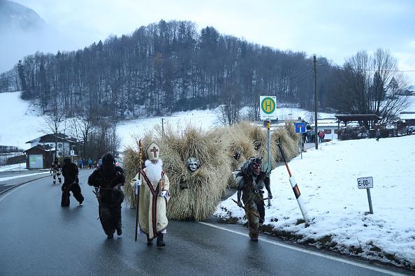 服装「In The German Alps, 'Shaking Man' Drives Away Evil Winter Spirits」:写真・画像(19)[壁紙.com]