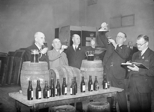 Tasting「Beer Tasters」:写真・画像(2)[壁紙.com]