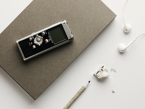 Headphone「Grey note book and pencil with dictaphone」:スマホ壁紙(11)