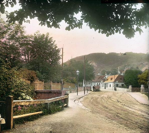 Middle Class「Street in Sievering. Vienna, 19th district. Hand-colored lantern slide. Around 1905.」:写真・画像(12)[壁紙.com]