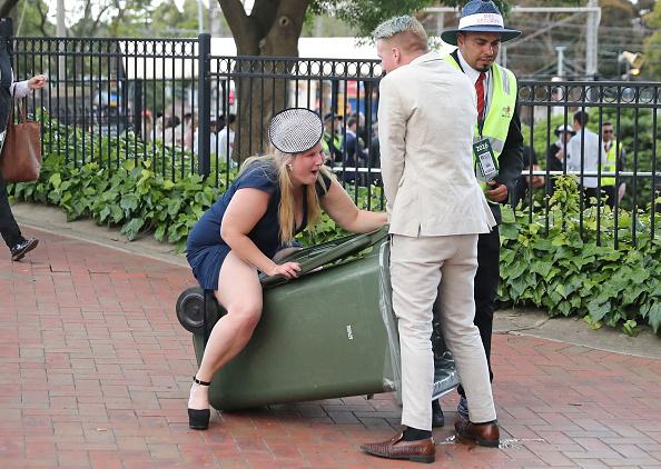 トップランキング「Revellers Enjoy Melbourne Cup Day Festivities」:写真・画像(2)[壁紙.com]