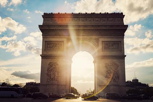 Arc de Triomphe - Paris「Arc de Triomphe in Paris seen at sunset. Paris, France」:スマホ壁紙(1)