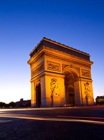 Arc de Triomphe - Paris「Arc de Triomphe in Paris in France at dusk」:スマホ壁紙(13)