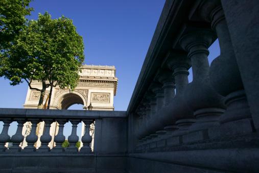 Arc de Triomphe - Paris「Arc de Triomphe seen through railing, Paris」:スマホ壁紙(11)