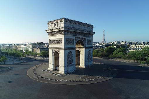 Arc de Triomphe - Paris「Arc de Triomphe and Place Charles de Gaulle in Paris, France」:スマホ壁紙(18)