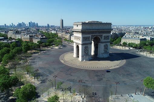 Arc de Triomphe - Paris「Arc de Triomphe and Place Charles de Gaulle, in Paris, France」:スマホ壁紙(2)