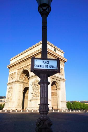 Arc de Triomphe - Paris「Arc de Triomphe and Place Charles de Gaulle street sign, Paris」:スマホ壁紙(5)
