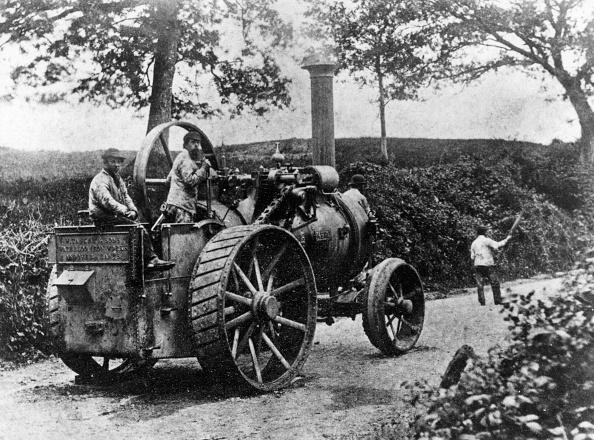 赤「1869 Tasker traction engine with red flag man at the front」:写真・画像(6)[壁紙.com]