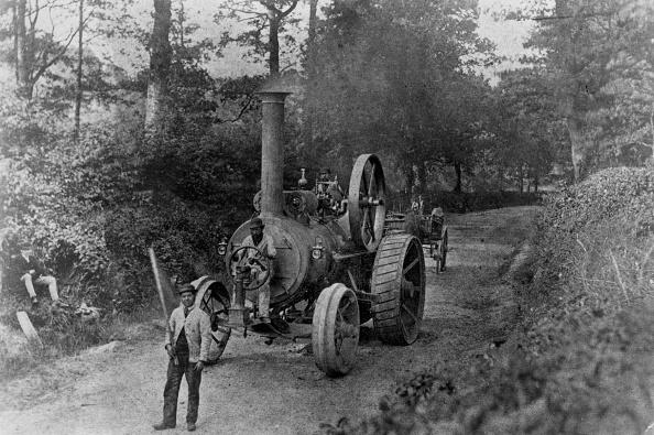 赤「1869 Tasker traction engine with red flag man at the front」:写真・画像(7)[壁紙.com]
