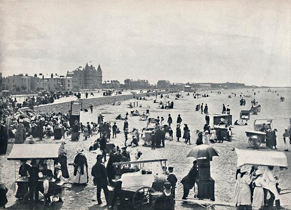 Weston-super-Mare「Weston-Super-Mare - A Summer Scene On The Sands」:写真・画像(5)[壁紙.com]