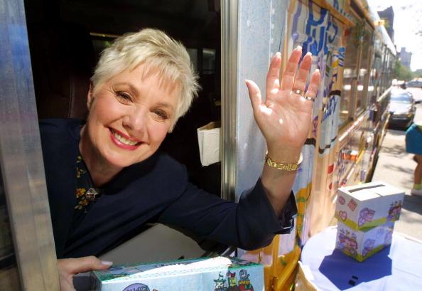 School Bus「Shirley Jones Paints a Schoolbus」:写真・画像(15)[壁紙.com]