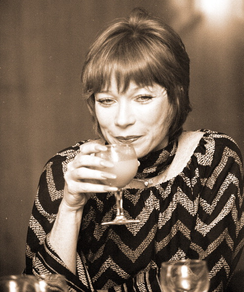 Drinking Glass「Shirley MacLaine」:写真・画像(7)[壁紙.com]
