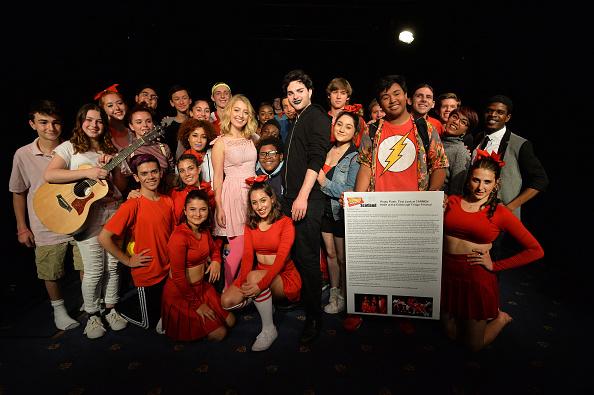"Large Group Of People「Stephanie Vlahos' ""Carmen High"" At The Edinburgh Fringe Festival」:写真・画像(6)[壁紙.com]"