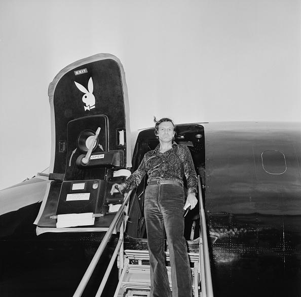 Disembarking「Hugh Hefner At London Airport」:写真・画像(14)[壁紙.com]