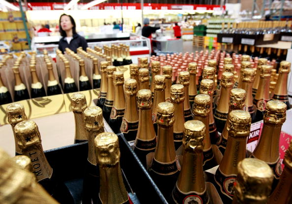 Champagne「Economic Downturn Causes Drop In Champagne Sales」:写真・画像(18)[壁紙.com]