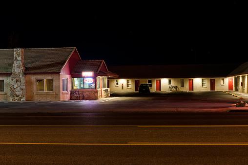 Motel「Motel at night」:スマホ壁紙(18)