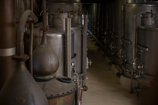 Whiskey「Old copper boilers in old whiskey distillery」:スマホ壁紙(10)