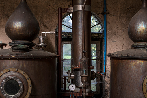 Whiskey「Old copper boilers in old whiskey distillery」:スマホ壁紙(9)