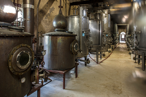 Whiskey「Old copper boilers in old whiskey distillery」:スマホ壁紙(8)