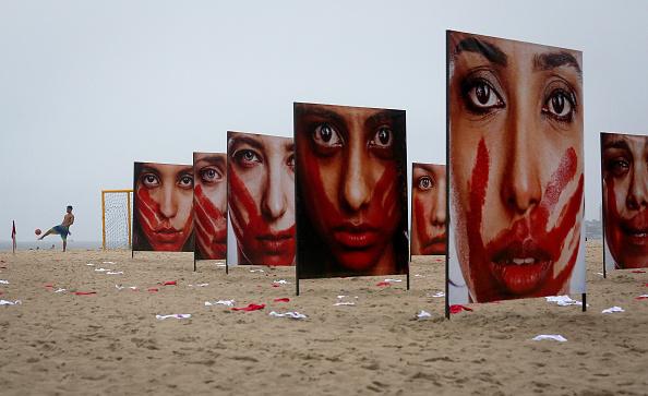 ラテンアメリカ「Activists Protest Violence Against Women In Rio De Janeiro」:写真・画像(4)[壁紙.com]