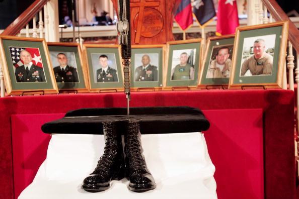 Misfortune「Mourners Remember Soldiers Killed In Ft. Hood Helicopter Crash」:写真・画像(19)[壁紙.com]