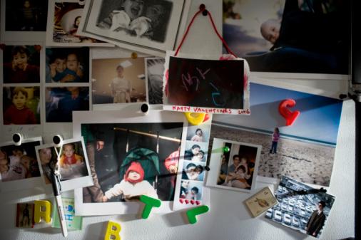 Magnet「Photographs of parents and children (11 months-2) on refrigerator」:スマホ壁紙(0)