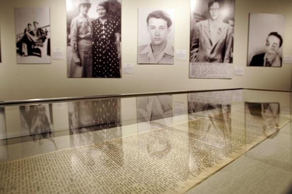 活動「Kerouacs First Draft Of Seminal Book 'On The Road' Displayed」:写真・画像(0)[壁紙.com]