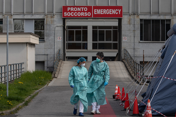 Protective Workwear「Italy Continues Nationwide Lockdown To Control Coronavirus Spread」:写真・画像(1)[壁紙.com]