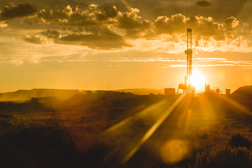 Gulf Coast States「Fracking Drilling Rig at the Golden Hour」:スマホ壁紙(13)