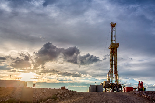 Gulf Coast States「Fracking Drilling Rig at the Golden Hour」:スマホ壁紙(6)