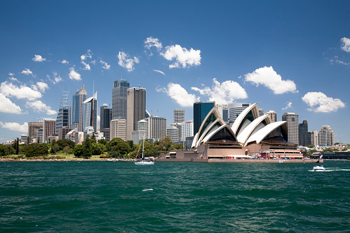 世界遺産「Sydney Opera House in Sydney Harbor with downtown skyline, Sydney, New South Wales, Australia」:スマホ壁紙(4)